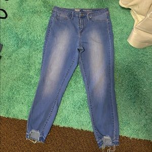 Mossimo: High Rise Jegging Crop